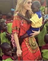 Gamze Özçelik afrikalı çocuklarla